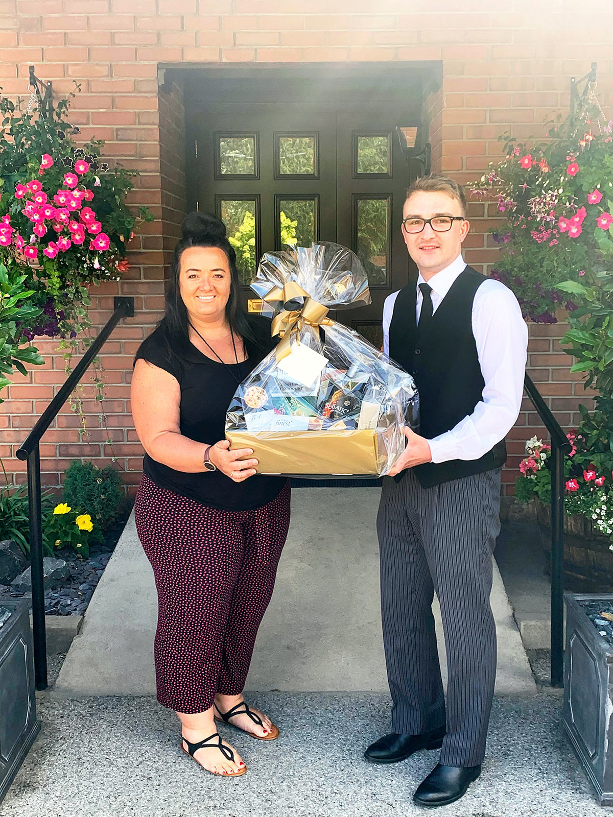 Olly presents a hamper to Beckingham School (18th July 2019)